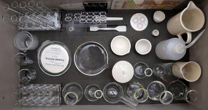 Ящик №1 напольной тумбы Лабораторного комплекса для учебной практической и проектной деятельности по химии